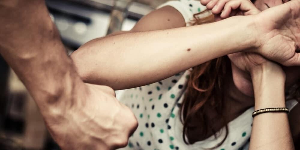 כיצד לנהל תיקי אלימות במשפחה – עורכת הדין אסתר שלום